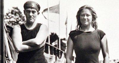 范妮.杜拉克(Fanny Durack)(右)
