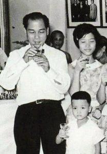 張活海(左)